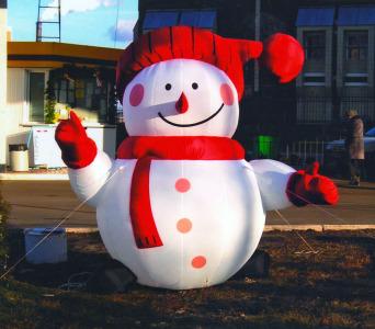 Пневмостенд Снеговик в красной шапке